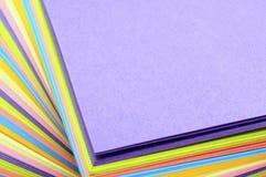 Χρωματισμένα κομμάτια χαρτί στοκ φωτογραφία