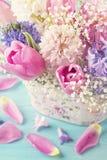 Χρωματισμένα κρητιδογραφία λουλούδια στοκ εικόνες με δικαίωμα ελεύθερης χρήσης