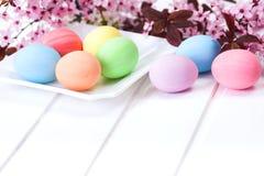 Χρωματισμένα κρητιδογραφία αυγά Πάσχας Στοκ Εικόνα