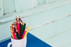 χρωματισμένα μολύβια γυα&l Στοκ εικόνα με δικαίωμα ελεύθερης χρήσης