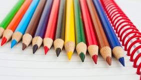 χρωματισμένα μολύβια ομάδας πυκνά Στοκ εικόνες με δικαίωμα ελεύθερης χρήσης
