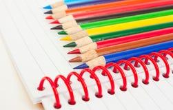 χρωματισμένα μολύβια ομάδας πυκνά Στοκ φωτογραφίες με δικαίωμα ελεύθερης χρήσης
