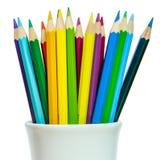 Χρωματισμένα μολύβια σε ένα γυαλί του λευκού Στοκ εικόνα με δικαίωμα ελεύθερης χρήσης