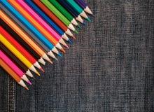 Χρωματισμένα μολύβια στο τζιν Στοκ εικόνα με δικαίωμα ελεύθερης χρήσης