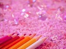 Χρωματισμένα μολύβια με το λάμποντας υπόβαθρο Στοκ Εικόνες