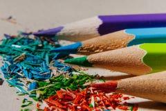 χρωματισμένα μολύβια που ακονίζονται Στοκ Φωτογραφία