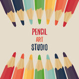 χρωματισμένα μολύβια που &t Ουράνιο τόξο Στοκ φωτογραφίες με δικαίωμα ελεύθερης χρήσης