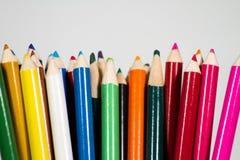 χρωματισμένα μολύβια στην άσπρη ανασκόπηση Στοκ Εικόνες