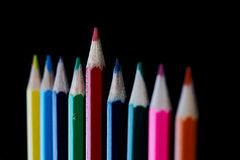 Χρωματισμένα μολύβια στο σκοτεινό υπόβαθρο Στοκ Φωτογραφίες