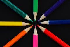 Χρωματισμένα μολύβια στο σκοτεινό υπόβαθρο Στοκ φωτογραφίες με δικαίωμα ελεύθερης χρήσης
