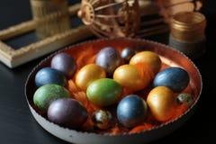 Χρωματισμένα Πάσχα αυγά κοτόπουλου στοκ εικόνα