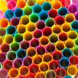 Χρωματισμένα πλαστικά άχυρα Στοκ Φωτογραφία