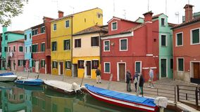 Χρωματισμένα σπίτια στο νησί Burano απόθεμα βίντεο