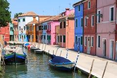 Χρωματισμένα σπίτια Burano, Βενετία Στοκ Φωτογραφίες