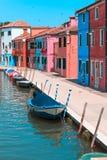 Χρωματισμένα σπίτια Burano, Βενετία Στοκ Φωτογραφία