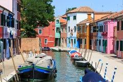 Χρωματισμένα σπίτια Burano, Βενετία Στοκ φωτογραφία με δικαίωμα ελεύθερης χρήσης