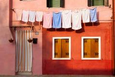 Χρωματισμένα σπίτια Burano Στοκ Φωτογραφίες
