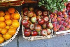 Χρωματισμένα φρούτα Στοκ Εικόνες