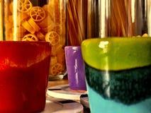 χρωματισμένα φλυτζάνια Στοκ Φωτογραφία