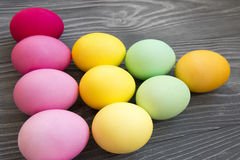 Χρωματισμένα χρωματισμένα αυγά Εορτασμός Πάσχας Στοκ εικόνα με δικαίωμα ελεύθερης χρήσης