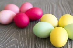 Χρωματισμένα χρωματισμένα αυγά Εορτασμός Πάσχας Στοκ Φωτογραφία