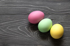 Χρωματισμένα χρωματισμένα αυγά Εορτασμός Πάσχας Στοκ εικόνες με δικαίωμα ελεύθερης χρήσης
