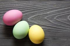Χρωματισμένα χρωματισμένα αυγά Εορτασμός Πάσχας Στοκ φωτογραφία με δικαίωμα ελεύθερης χρήσης
