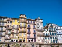 Χρωματισμένα Ribeira σπίτια του Πόρτο Στοκ Εικόνα