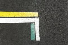 Χρωματισμένες γραμμές στο έδαφος στοκ εικόνες με δικαίωμα ελεύθερης χρήσης