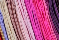 Χρωματισμένες κάλτσες στην αγορά Στοκ φωτογραφία με δικαίωμα ελεύθερης χρήσης
