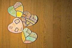 Χρωματισμένες καρδιές εγγράφου Στοκ εικόνα με δικαίωμα ελεύθερης χρήσης