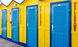 χρωματισμένες παραλία καλύβες Στοκ φωτογραφία με δικαίωμα ελεύθερης χρήσης