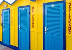 χρωματισμένες παραλία καλύβες Στοκ φωτογραφίες με δικαίωμα ελεύθερης χρήσης
