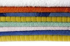 Χρωματισμένες πετσέτες Στοκ Εικόνες