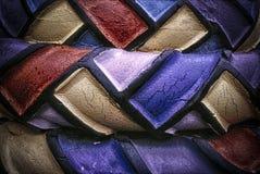 Χρωματισμένες ρόδες, τέχνη Junkyard στοκ φωτογραφία με δικαίωμα ελεύθερης χρήσης