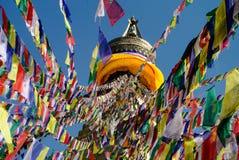 Χρωματισμένες σημαίες που κρεμούν από την κορυφή του stupa Bodnath, Kathman Στοκ φωτογραφία με δικαίωμα ελεύθερης χρήσης
