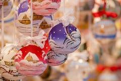 Χρωματισμένες σφαίρες Χριστουγέννων Στοκ φωτογραφίες με δικαίωμα ελεύθερης χρήσης