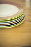 Χρωματισμένη άκρη ενός πιάτου Στοκ Εικόνες