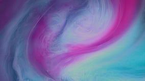 Χρωματισμένη έκρηξη καπνού στο άσπρο ρόδινο μπλε μελάνι φιλμ μικρού μήκους