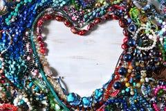 χρωματισμένη ανασκόπηση καρδιά πλαισίων που διαμορφώνεται Στοκ Φωτογραφίες