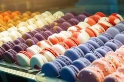 Χρωματισμένη γαλλική macaroons μπισκότων σειρά, ποικιλία Στοκ Φωτογραφίες
