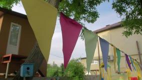 Χρωματισμένη γιρλάντα σημαιών απόθεμα βίντεο