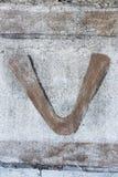 Χρωματισμένη επιστολή στον εγκαταλειμμένο τοίχο στοκ εικόνα με δικαίωμα ελεύθερης χρήσης