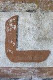 Χρωματισμένη επιστολή στον παλαιό τοίχο στοκ εικόνες με δικαίωμα ελεύθερης χρήσης