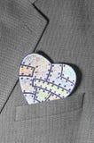 Χρωματισμένη καρδιά του εγγράφου σε μια τσέπη Στοκ Φωτογραφία