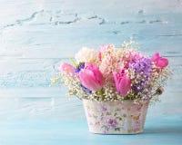 χρωματισμένη κρητιδογραφία λουλουδιών στοκ εικόνες με δικαίωμα ελεύθερης χρήσης