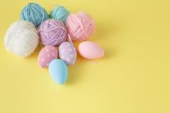 χρωματισμένη κρητιδογραφία αυγών Πάσχας Στοκ εικόνες με δικαίωμα ελεύθερης χρήσης