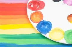 Χρωματισμένη ουράνιο τόξο τέχνη παιδιών Στοκ Εικόνες
