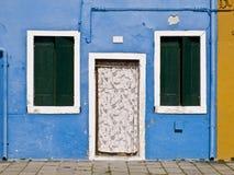 Χρωματισμένη πρόσοψη σε Burano Στοκ Εικόνες