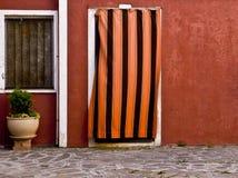 Χρωματισμένη πρόσοψη σε Burano Στοκ φωτογραφίες με δικαίωμα ελεύθερης χρήσης